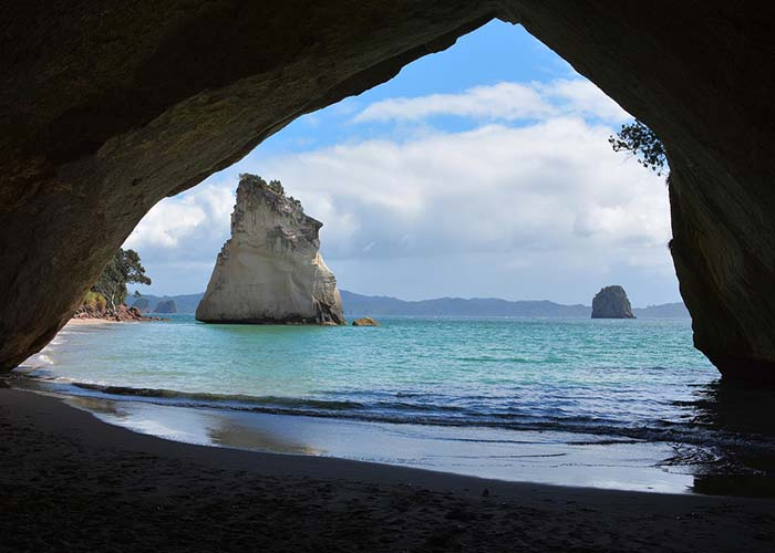 cathedral-cove-1592274_1280.jpg