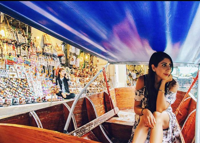 bangkok floating market.jpg